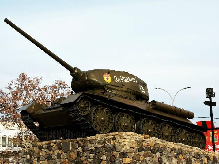 Tiraspol_ Tank monument